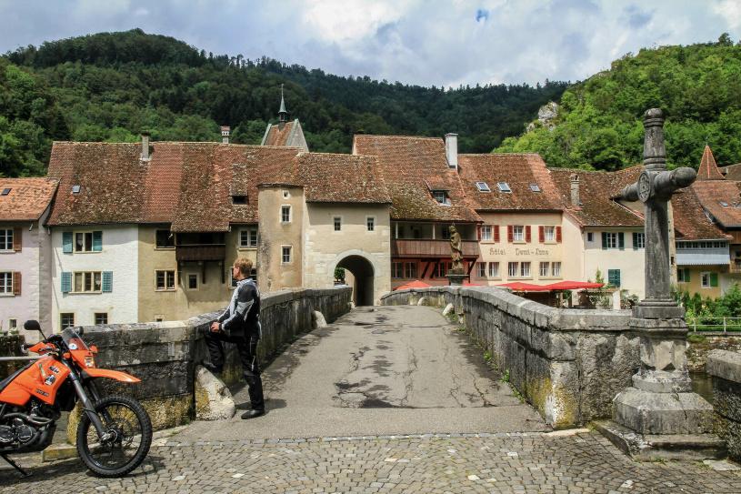 Die Vierbogenbrücke von St. Ursanne.