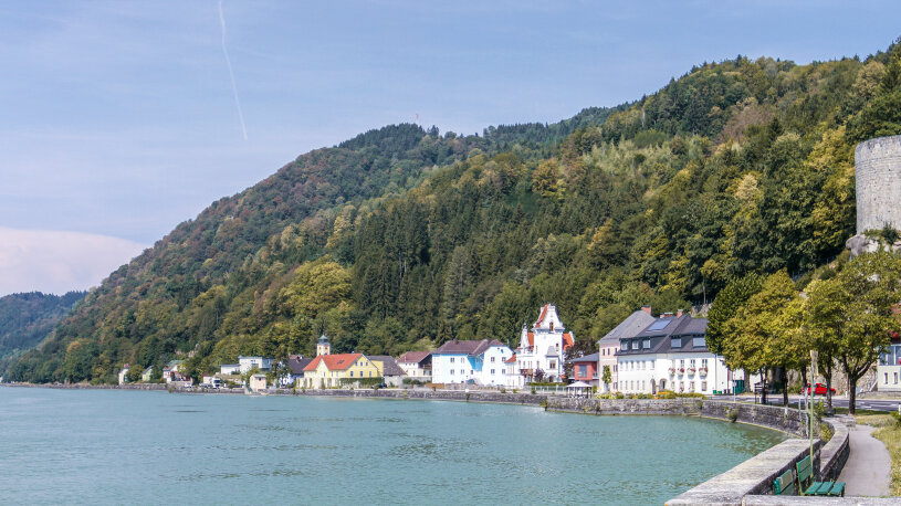 Blick entlang der Donau bei Sarmingstein