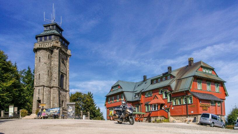 Der 1.018,2 Meter hohe Auersberg liegt unweit der tschechischenGrenze.