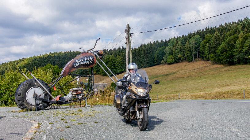 Der Bikertreff Ehrenzipfel liegt am Fuß des Fichtelberges.