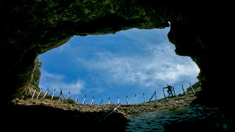 Eine Schotterpiste führt zu einer Höhle, die als Geburtsort von Zeus gilt.