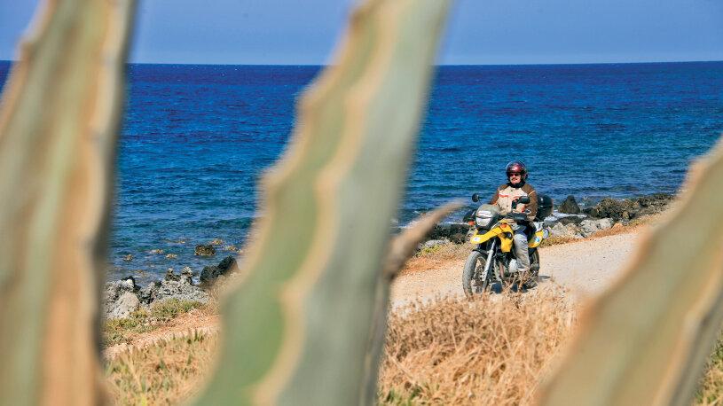 Kreta ist mit etwa 8.331 Quadratkilometern Fläche, sowie 1.040 Kilometer Küstenlinie die größte griechische Insel sowie die fünftgrößte Insel im Mittelmeer.