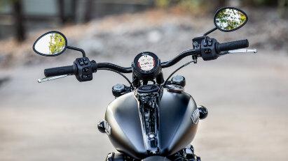 Indian Motorcycle Chief Dark Horse, Cockpit
