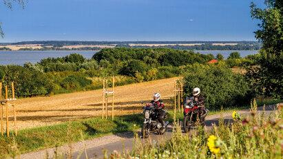 Vorpommerns Ostseeküste: Eine Motorradtour durch Boddenlandschaft und Mecklenburgische Schweiz