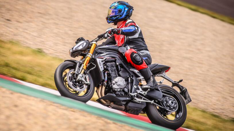 Triumph Speed Triple 1200 RS auf der Rennstrecke in Oschersleben