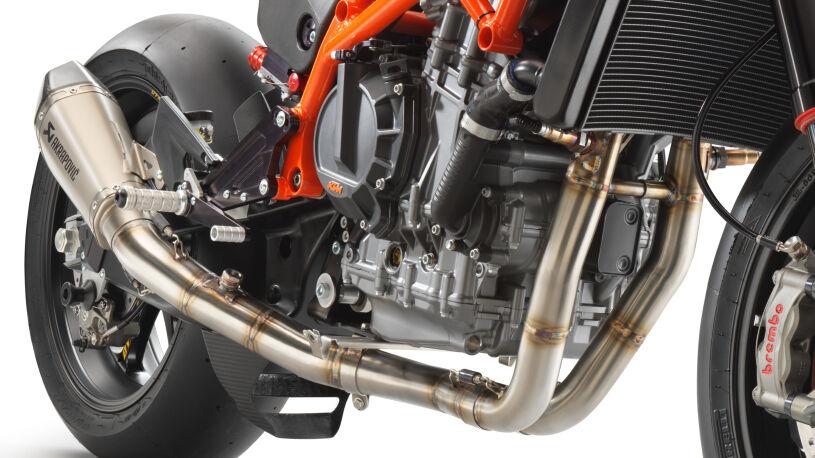 Den Motor spendet die KTM 890 Duke R