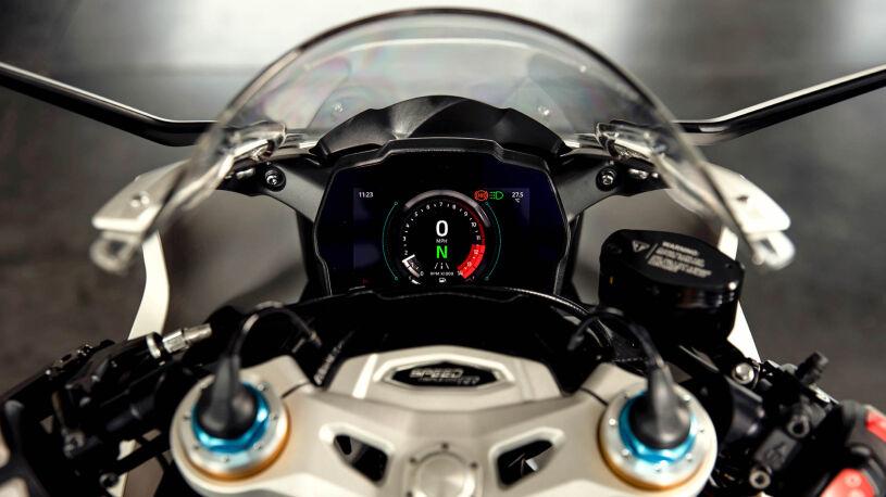 Ein TFT-Display dient der Speed Triple 1200 RR als Cockpit.