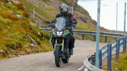 Die Front der Honda CB500X bietet guten Windschutz.