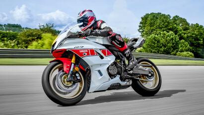 Yamaha R7, Sonderlack zum Grand-Prix-Jubiläum