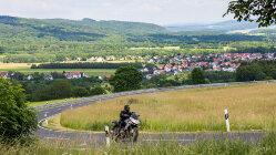 Motorradtour Rhön kompakt: Mehr als Wasserkuppe und Kreuzberg